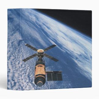 "Espacio que está en órbita por satélite carpeta 1 1/2"""