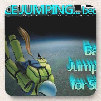 Espacio que salta - el salto bajo está para la mar posavasos de bebidas