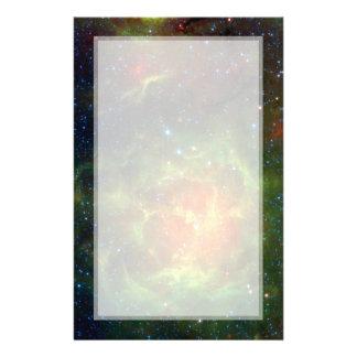 Espacio trífido Spitzer de la nebulosa Flyer A Todo Color