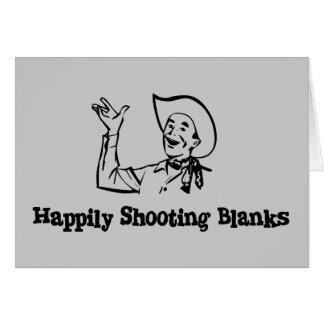 Espacios en blanco feliz que tiran tarjeta de felicitación