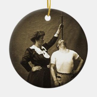 Espada Swallower y monstruos del acto secundario d Ornamento Para Arbol De Navidad