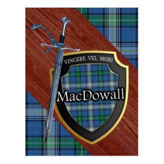 Espada y escudo del tartán de MacDowall del clan Tarjetas Postales
