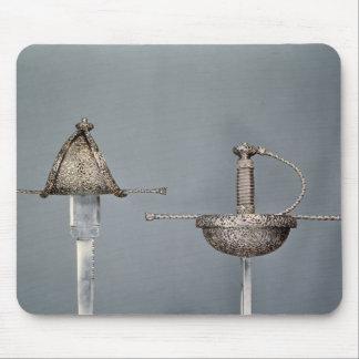 Espadas: estoque de la taza-hilted del acero cince mousepads