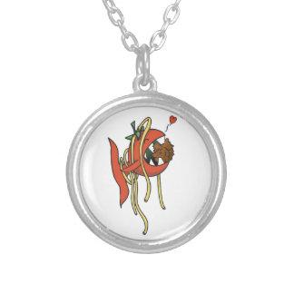 Espaguetis cariñosos de los pescados del tomate colgante redondo