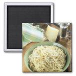 Espaguetis con el romano y el negro de Pecorino Imán Cuadrado