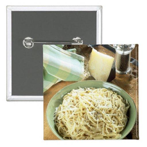 Espaguetis con el romano y el negro de Pecorino Pin Cuadrado