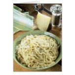 Espaguetis con el romano y el negro de Pecorino Tarjeta De Felicitación