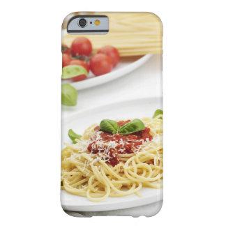 Espaguetis con la salsa y la albahaca de tomate funda para iPhone 6 barely there