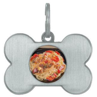 Espaguetis de las pastas con la salsa vegetal placas de mascota