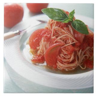 Espaguetis del tomate tejas  cerámicas