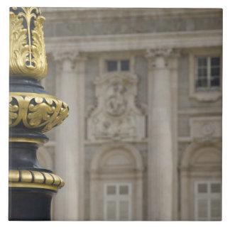 España, Madrid. Royal Palace, lámpara dorada adorn Azulejo Cuadrado Grande