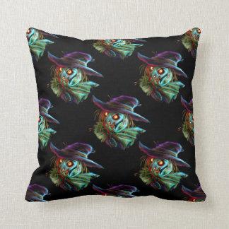 Espantapájaros de ScaryCrow con la almohada de los