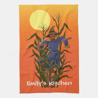 Espantapájaros en un campo de maíz toallas