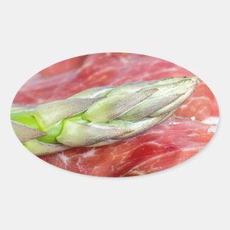 Espárrago verde con macro del jamón pegatina ovalada