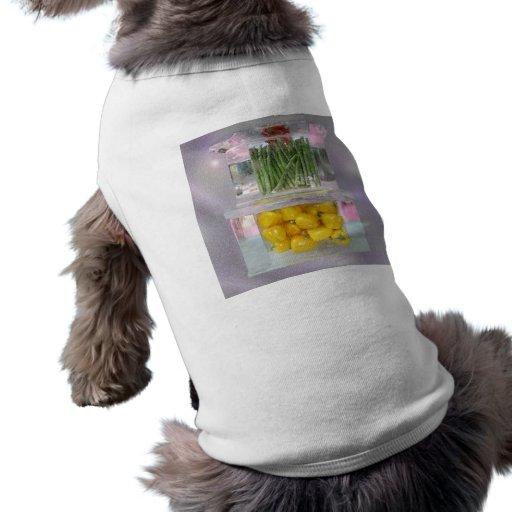 Espárrago y pimientas fijados en hielo ropa de perros
