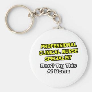 Especialista clínico profesional de la enfermera.  llavero redondo tipo pin