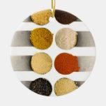 Especias de las hierbas y ingredientes pulverizado adornos