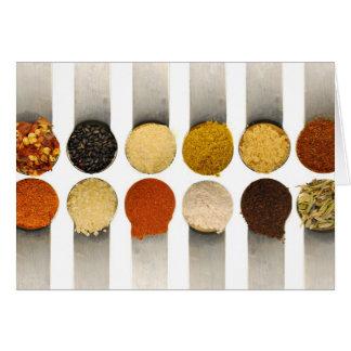 Especias de las hierbas y ingredientes tarjeta pequeña