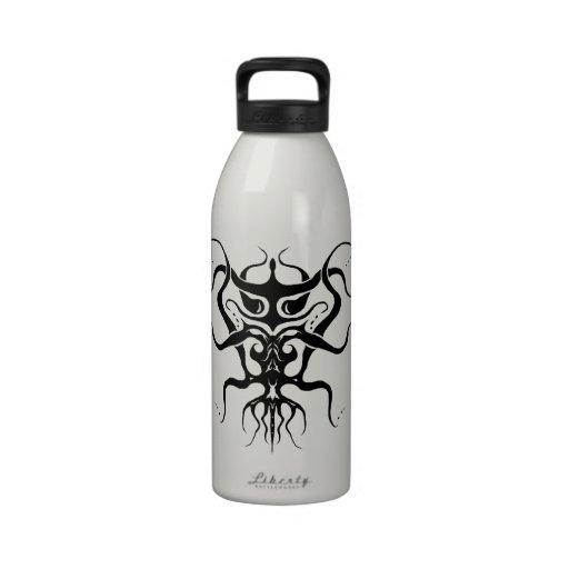 Especie tribal extranjera 273 del tatuaje blanco y botella de beber