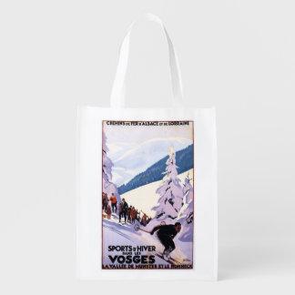 Espectadores que miran el poster del esquiador bolsa reutilizable