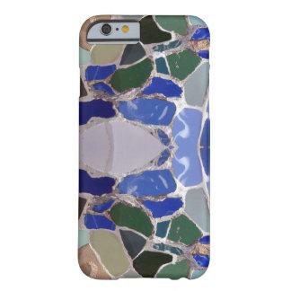 Espejo azul de los mosaicos de Gaudi Funda De iPhone 6 Barely There