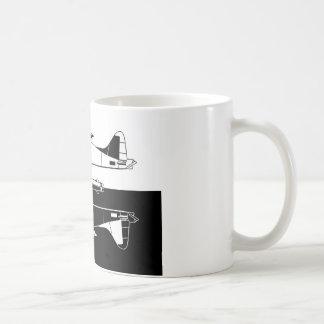 Espejo combinado negativo del hidroavión homogéneo taza de café