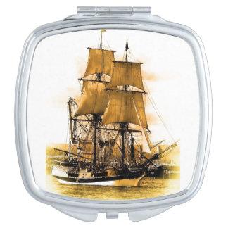 Espejo compacto cuadrado del barco pirata