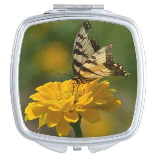 Espejo compacto de la mariposa