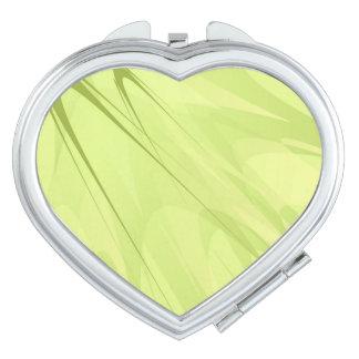 Espejo compacto del corazón