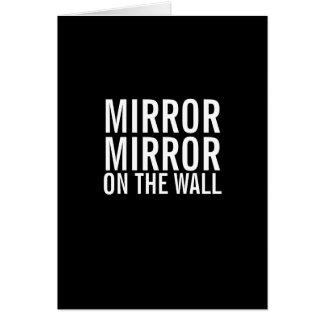 Espejo del espejo en la tarjeta vieja que consigue