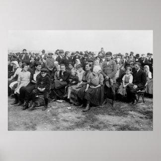Esperando en la isla de Ellis, 1900s tempranos Póster