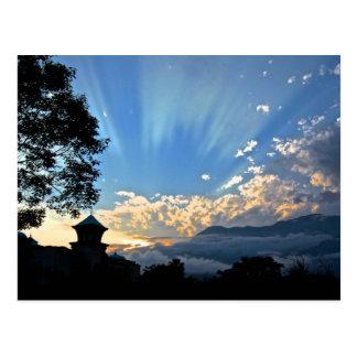 esperanza de la gente en las postales del cielo