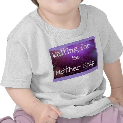 ¡Esperar la nave de madre! (Camiseta infantil)