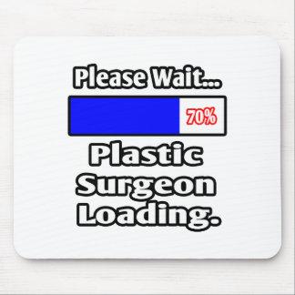 Espere por favor… el cargamento del cirujano plást alfombrilla de raton