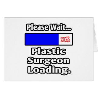Espere por favor… el cargamento del cirujano plást tarjeta
