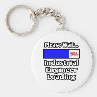 Espere por favor… el cargamento del ingeniero llavero redondo tipo pin