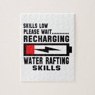 Espere por favor recargando el agua que transporta puzzle