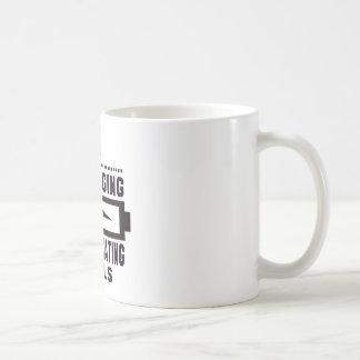 Espere por favor recargando habilidades del taza básica blanca