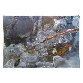 Espina en burbujas redondas del hielo de la lluvia mantel