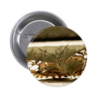 Espío una mariposa pin redondo 5 cm