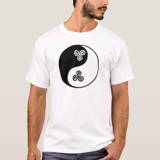 Espiral céltico de Yin Yang tri Playera