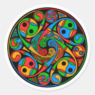 Espiral céltico del vitral pegatina redonda