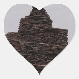 Espiral de la roca pegatina en forma de corazón