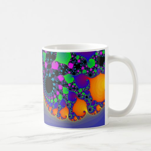 Espirales coloridos del fractal: taza