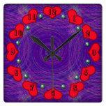 espirales y corazones púrpuras relojes de pared