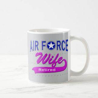Esposa de la fuerza aérea jubilada taza clásica