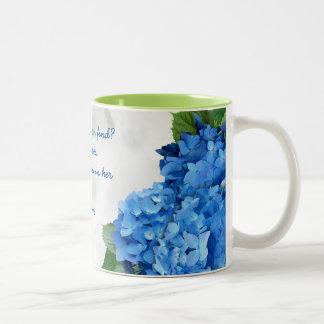 Esposa floral azul de la escritura noble del taza de dos tonos