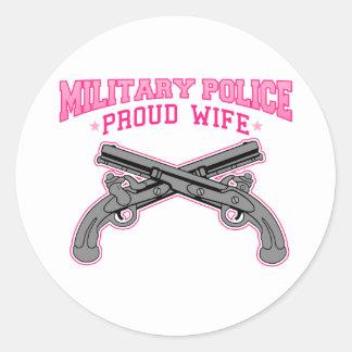 Esposa orgullosa de la policía militar pegatina redonda