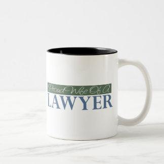 Esposa orgullosa de un abogado (verde) taza de café