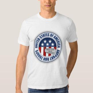Esposa orgullosa del guardacostas camisas